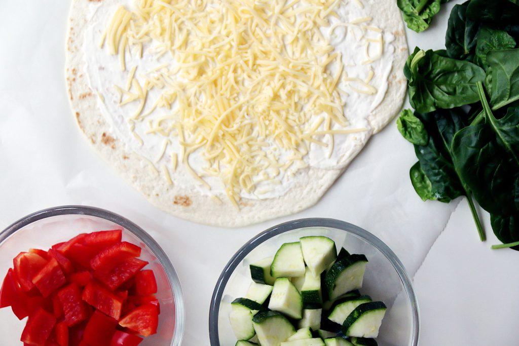 paprika, courgette, spinazie en een wrap met kaas en creme fresh - Quesadillas maar dan anders - Suus kookt