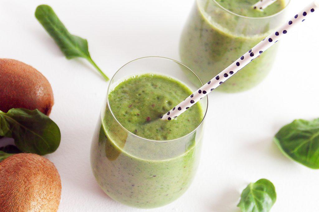 Groene smoothie voor zoetliefhebbers met kiwi en spinazie - SUUS KOOKT