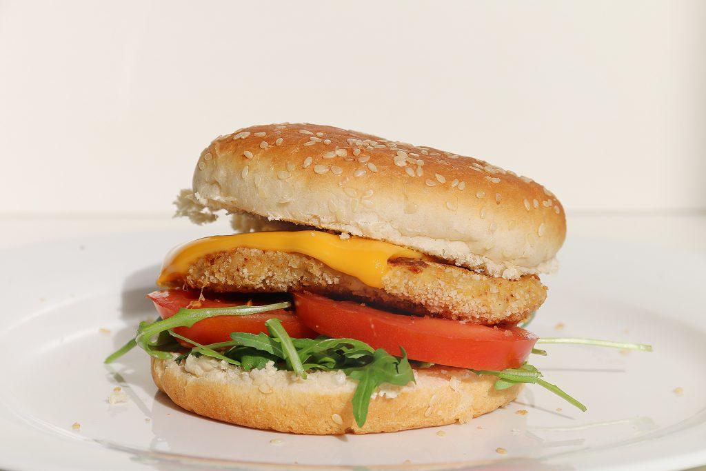 Bloemkoolburger met macadamia mix en witte kaas - SUUS KOOKT