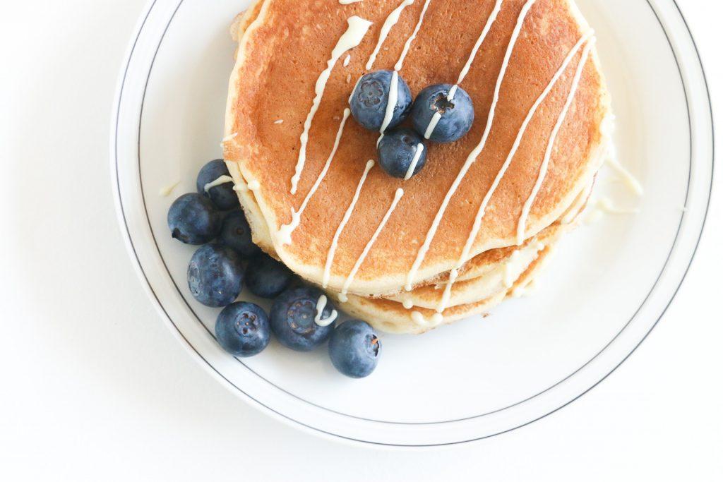 American pancakes met blauwe bessen & witte chocolade - SUUS KOOKT